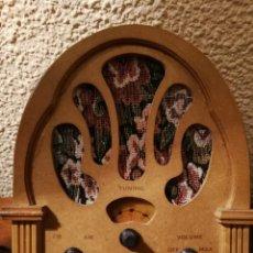 Radios antiguas: REPLICA RADIO CAPILLA 23 X 21 X 10 CM. FUNCIONANDO. Lote 153506854