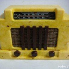 Radios antiguas: RADIO EN MINIATURA DE PILAS FUNCIONANDO DE LA COLECCION RADIOS ANTIGUAS. Lote 154540202
