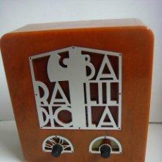 Radios antiguas: RADIO EN MINIATURA DE PILAS FUNCIONANDO DE LA COLECCION RADIOS ANTIGUAS. Lote 154541002