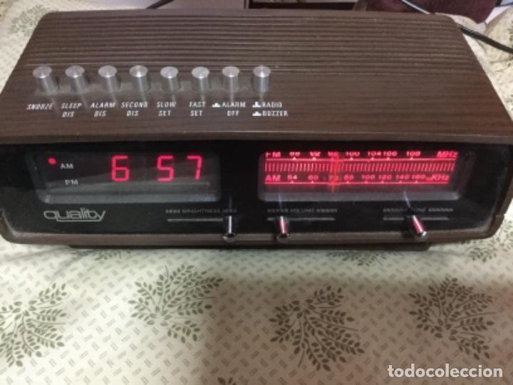 RADIO DESPERTADOR QUALITY AÑOS 70 FUNCIONANDO VINTAGE. COMO EL DE LA PELICULA DE SOLO EN CASA (Radios, Gramófonos, Grabadoras y Otros - Transistores, Pick-ups y Otros)