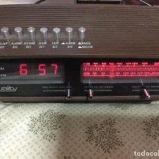 Radios antiguas: RADIO DESPERTADOR QUALITY AÑOS 70 FUNCIONANDO VINTAGE. COMO EL DE LA PELICULA DE SOLO EN CASA. Lote 155404302