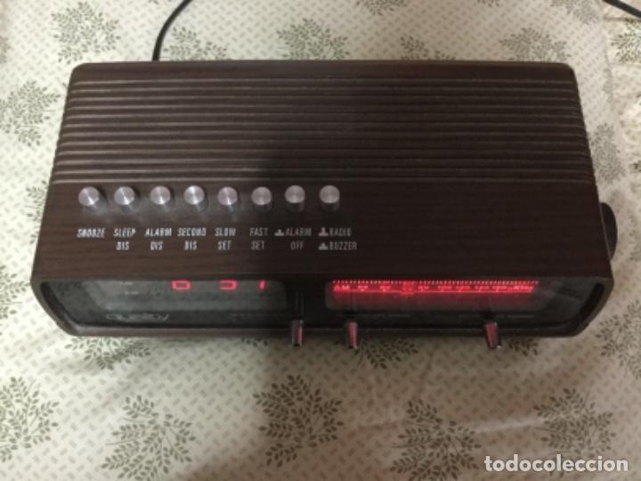Radios antiguas: Radio despertador QUALITY años 70 funcionando VINTAGE. como el de la pelicula de SOLO EN CASA - Foto 2 - 155404302