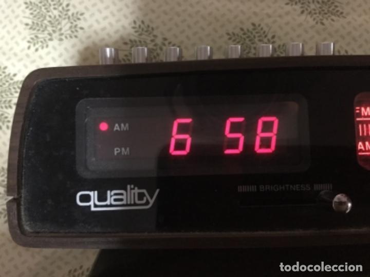 Radios antiguas: Radio despertador QUALITY años 70 funcionando VINTAGE. como el de la pelicula de SOLO EN CASA - Foto 8 - 155404302
