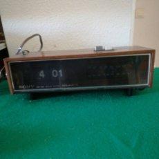 Radios antiguas: RADIO RELOJ. Lote 155581054