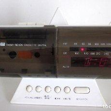 Radios antiguas: DELCOM RADIO REVEIL CASSETTE DIGITAL FRANCIA AÑOS 70 REPRODUCTOR RADIO CASETE RELOJ ALARMA FUNCIONA. Lote 155915534