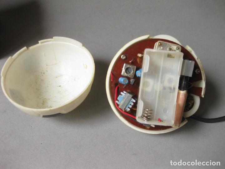 Radios antiguas: RADI TRANSISTOR EN CAJA DEL MUNDIAL 82 MODEL L190 - MADE IN HONGKONG - NO FUNCIONA - Foto 4 - 158220350