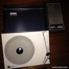 Radios antiguas: TOCADISCOS PICK UP AÑOS 60 PHILIPS 30 GF 110 A PILAS Y ELECTRICIDAD 220V MALETÍN DE GUATEQUE. Lote 158977326
