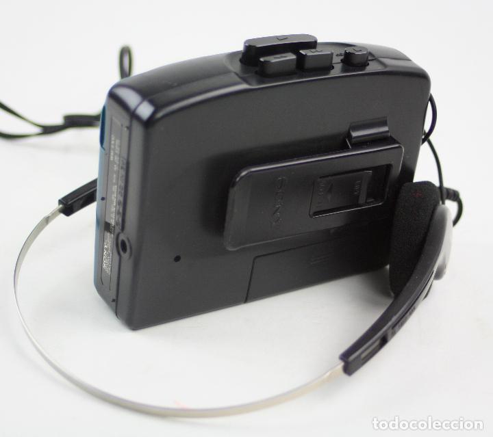 Radios antiguas: Walkman WM-EX 12, Sony, con cascos. 11,5x9,5cm - Foto 3 - 159490674