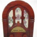 Radios antiguas: PEQUEÑA RADIO DE CAPILLA - FUNCIONA - REPRODUCCIÓN - RETRO, VINTAGE. Lote 160981390