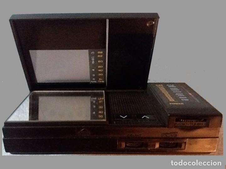 Radios antiguas: MINI TV RADIO, PORTATIL CON PILAS MARCA CASIO, DIAL AM,FM y PANTALLA.12 X 6,5 X 3 cm. SEMINUEVO. - Foto 2 - 161107250