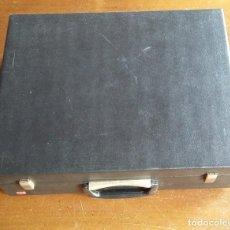 Radios antiguas: MALETIN TOCADISCOS LA VOIX DE SON MAITRE. Lote 161254602