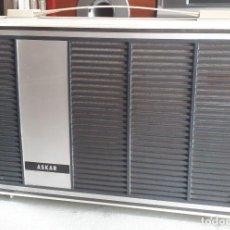 Radios antiguas: TOCADISCOS ASKAR PORTÁTIL CON ALIMENTADOR. VER VIDEO. Lote 164043982