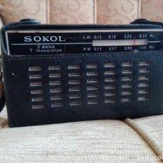 Radios antiguas: USSR VINTAGE RADIO PORTÁTIL SOKOL, RECEPTOR DE RADIO DE 2 BANDAS. Lote 164876950