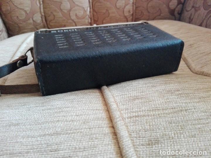 Radios antiguas: USSR VINTAGE Radio portátil SOKOL, receptor de radio de 2 bandas - Foto 4 - 164876950