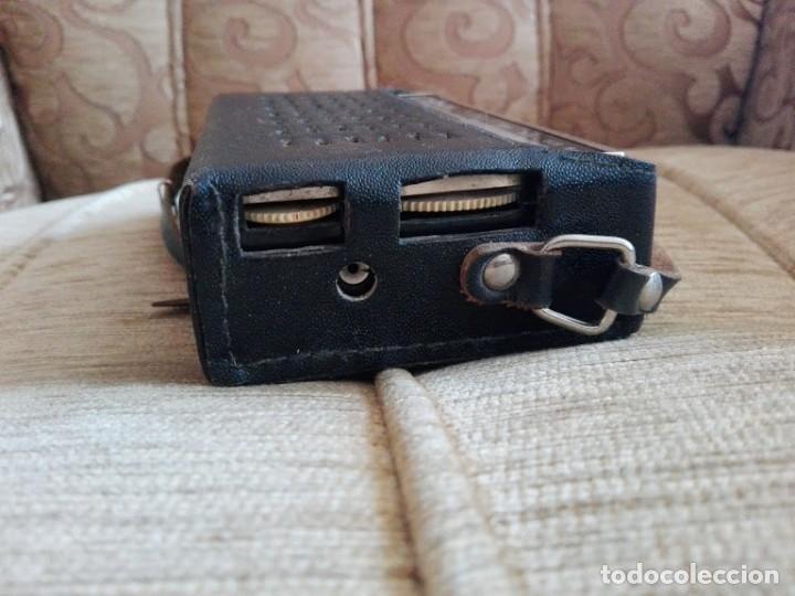 Radios antiguas: USSR VINTAGE Radio portátil SOKOL, receptor de radio de 2 bandas - Foto 5 - 164876950