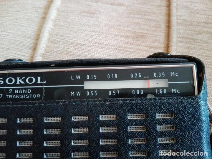 Radios antiguas: USSR VINTAGE Radio portátil SOKOL, receptor de radio de 2 bandas - Foto 8 - 164876950