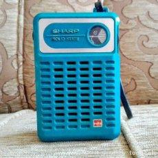 Radios antiguas: RADIO TRANSISTOR PORTÁTIL SHARP SOLID STATE VINTAGE. Lote 165137762