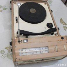 Radios antiguas: ANTIGUO RADIO/GIRADISCOS **PANASONIC**. Lote 166678982