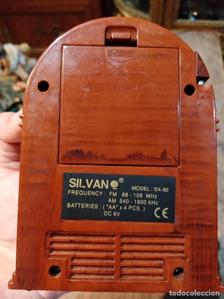Radios antiguas: Pequeña radio imitando gramola, con banda am y fm, sin probar - 14x10.5cm - Foto 4 - 166884560