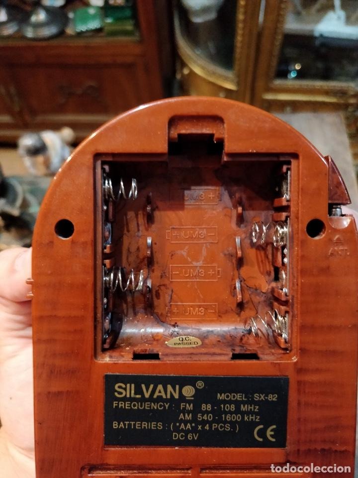 Radios antiguas: Pequeña radio imitando gramola, con banda am y fm, sin probar - 14x10.5cm - Foto 5 - 166884560