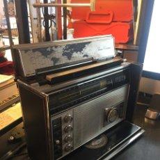 Radios antiguas: VINTAGE RADIO ZENITH ROYAL MODELO 7000-1 TRANSOCEANIC 11 DEL AÑO 1971 FUNCIONA. Lote 133514953