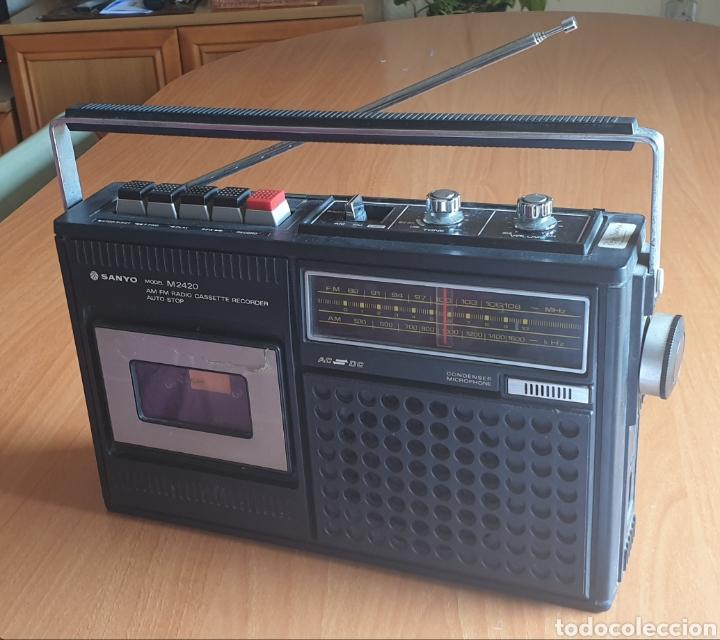 VINTAGE RADIOCASSETTE SANYO MOD  M2420