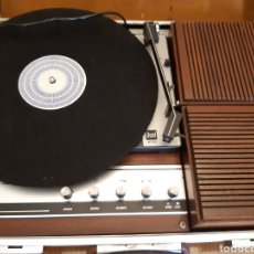 Radios antiguas: ANTIGUO TOCADISCOS PORTATIL DE MALETA INVICTA. Lote 170251804