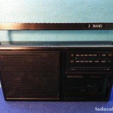 Radios antiguas: RADIO TRANSISTOR MAGNAVOX FUNCIONANDO. Lote 171426860