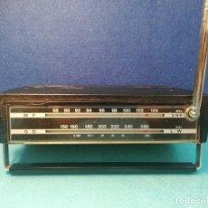 Radios antiguas: RADIO TRANSISTOR MARCA ITT TRES BANDAS MODELO TINY 40 FUNCIONA. Lote 171703233