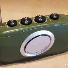 Radios antiguas: CURIOSA RADIO AM/FM-LINTERNA WATERPROOF / FUNCIONA A DINAMO / IDEAL PARA VIAJE / EN FUNCIONAMIENTO.. Lote 171727858