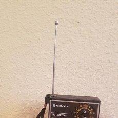 Radios antiguas: ANTIGUO TRANSISTOR RADIO VINTAGE DISEÑO DECORACION SANYO RP 5115 FUNCIONANDO. Lote 171833155