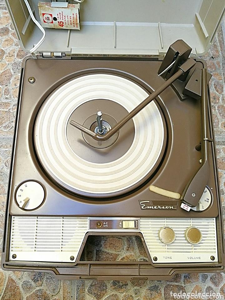 Radios antiguas: Toca discos portátil Emerson - Foto 2 - 172910015