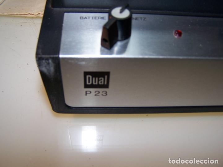 Radios antiguas: Pick-up Dual P23. Completo. Funcionando. Con instrucciones. Forma de maleta para transporte. - Foto 2 - 172926265