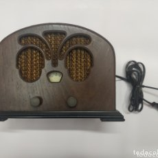 Radios antiguas: RADIO ANTIGUA, FUNCIONA PERFECTAMENTE! ES DE LOS AÑOS 90 Y EMULA UNA DE LOS AÑOS 30. Lote 173075583