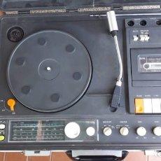 Radios antiguas: TOCADISCOS,RADIO CASETTE,MARCA *SANYO*AÑOS 70 CON MALETIN INCORPORADO,FUNCIONANDO PERFECTO. Lote 173575130