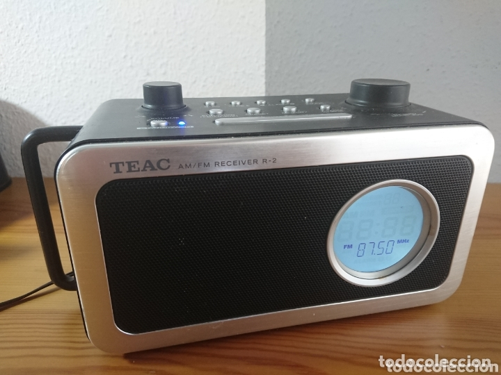 RADIO DESPERTADOR DIGITAL TEAC R-2 AM/FM RECEIVER (Radios, Gramófonos, Grabadoras y Otros - Transistores, Pick-ups y Otros)