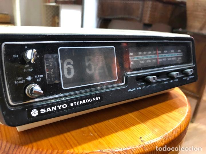 Radios antiguas: RADIO RELOJ SANYO AÑOS 60 - RADIO FUNCIONANDO PERFECTAMENTE - Foto 3 - 174034578