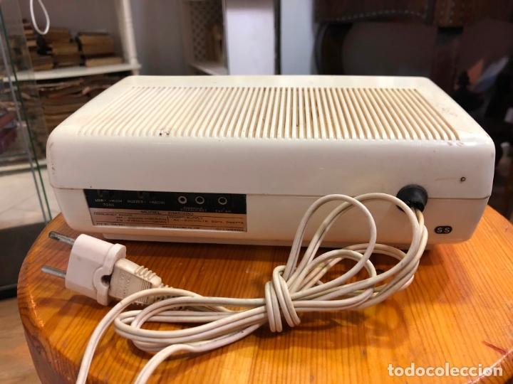 Radios antiguas: RADIO RELOJ SANYO AÑOS 60 - RADIO FUNCIONANDO PERFECTAMENTE - Foto 4 - 174034578