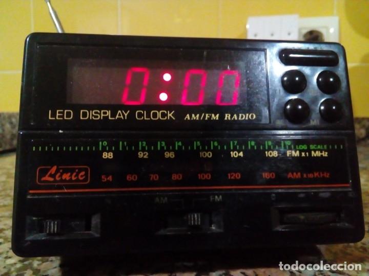 RADIO-RELOJ CON ALARMA (Radios, Gramófonos, Grabadoras y Otros - Transistores, Pick-ups y Otros)