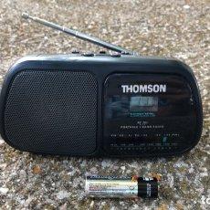 Radios antiguas: RADIO RELOJ THONSON RT 203, FUNCIONA, VER VÍDEO.. Lote 174306593
