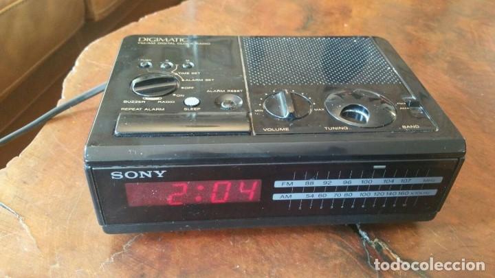 RADIO RELOJ DESPERTADOR SONY ICF-C2W DIGIMATIC FM/AM 2BANDS - FUNCIONA (Radios, Gramófonos, Grabadoras y Otros - Transistores, Pick-ups y Otros)