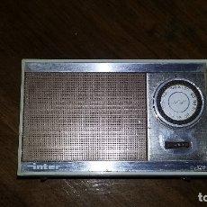 Radios antiguas: RADIO INTER E128. CONSERVA LA FUNDA. FUNCIONA.. Lote 175289940