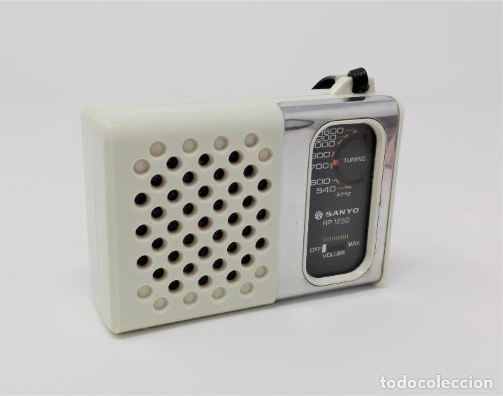 RADIO TRANSISTOR VINTAGE SANYO RP-1250 (Radios, Gramófonos, Grabadoras y Otros - Transistores, Pick-ups y Otros)