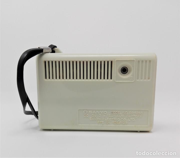 Radios antiguas: Radio Transistor Vintage SANYO RP-1250 - Foto 3 - 176267739