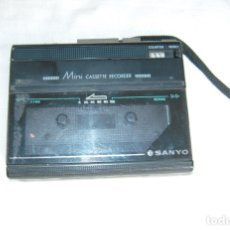 Radios antiguas: MINI CASSETTE GRABADORA SANYO. Lote 177461743