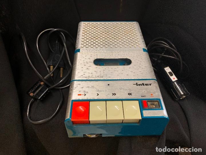 ENCANTADOR RADIO-CASSETTE GRABADOR, DE CAMPO, CON MICROFONO. COLOR Y DISEÑO VINTAGE. FUNCIONA (Radios, Gramófonos, Grabadoras y Otros - Transistores, Pick-ups y Otros)