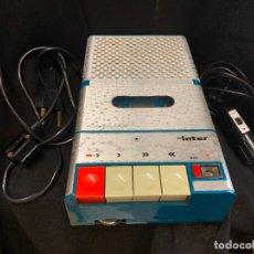 Radios antiguas: ENCANTADOR RADIO-CASSETTE GRABADOR, DE CAMPO, CON MICROFONO. COLOR Y DISEÑO VINTAGE. FUNCIONA. Lote 177508747