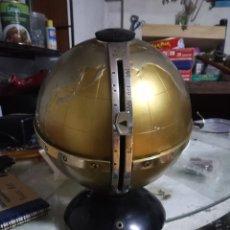 Radios antiguas: CURIOSA RADIO GLOBO TERRAQUEO METÁLICO Y PLÁSTICO. Lote 178385306