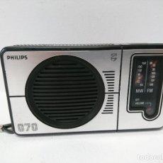 Radios antiguas: 73-RADIO TRANSISTOR DE MANO PHILIPS 070. Lote 108236223