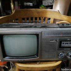 Radios antiguas: TV RADIO SHARP FUNCIONA TODO MENOS LA CINTA. Lote 179011088